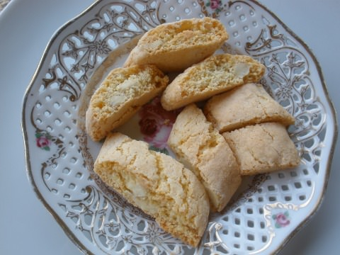 A plate of cantuccini