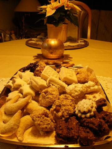 A photo of a plate of German Christmas cookies.