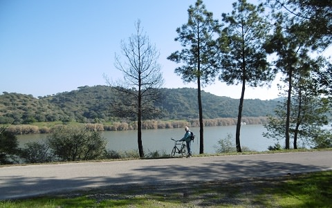 Cycling along the Rio Guardian