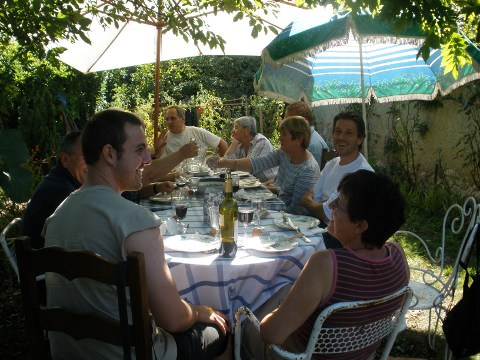 Table of friends in Auch.
