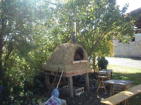The almost completed pizza oven