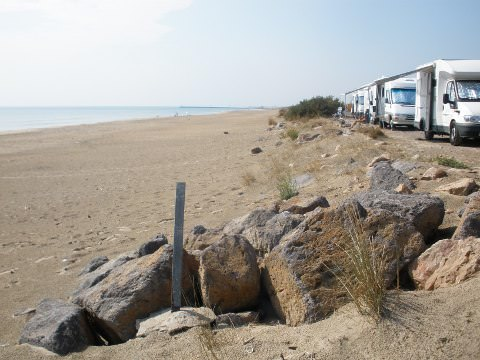A photo of the camping cars on the beach road.